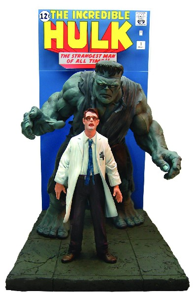 Marvel: Comic Book Cover Scene- Incredible Hulk Statue