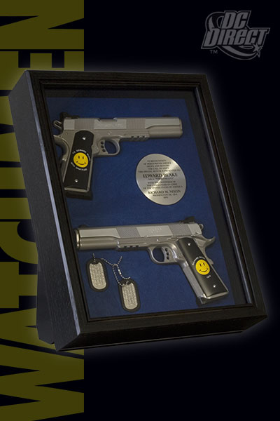 Watchmen Movie: The Comedian Guns And Dog Tags Display Set